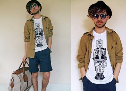 c6d9b8e9aba 시크 매력 터지는 페도라 코디네요~!! 야상같은 셔츠를 입어주시고 하얀색 티셔츠를 받쳐서 코디해 주었네요~!! 그리고 청록색의  반바지까지!!