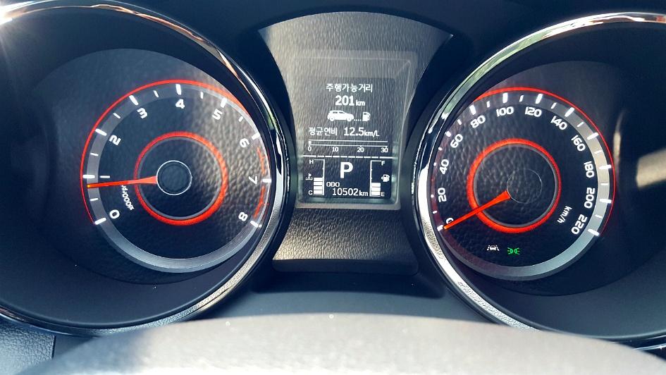 17년식 티볼리 2WD 가솔린 LX 흰색 1만km 내용깨끗한 특A급차량
